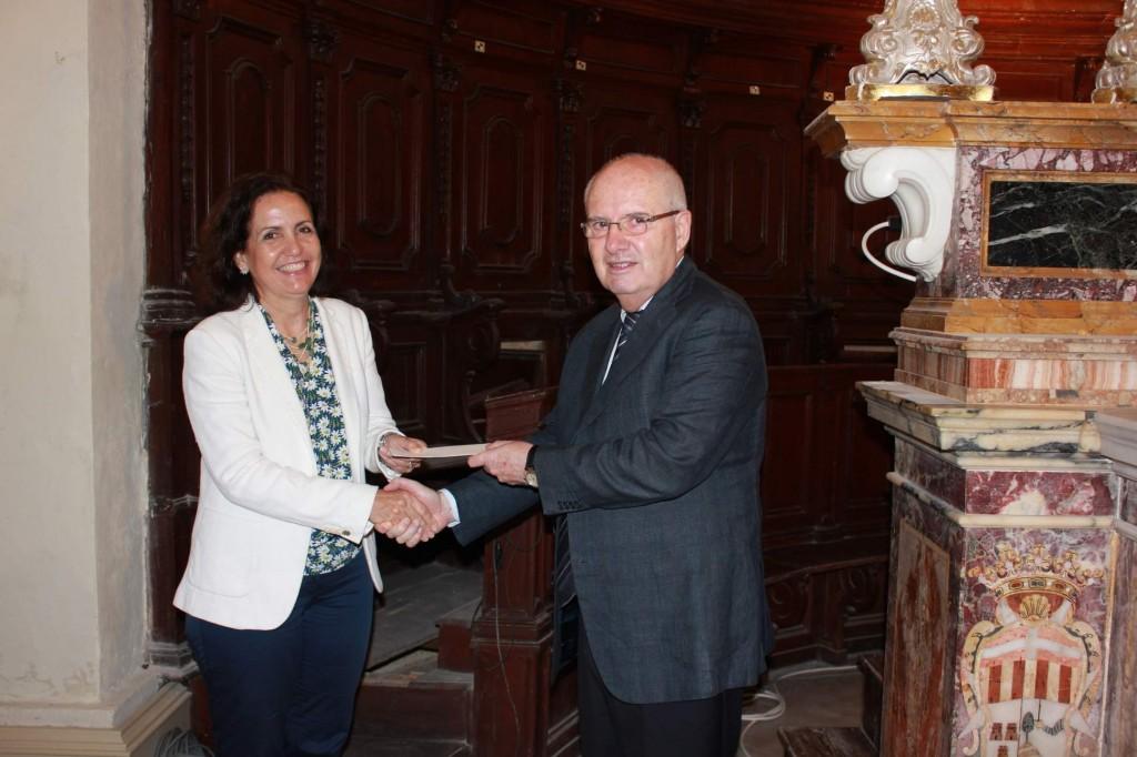 MARIA GRAZIA AND LOUIS FARRUGIA AT CHEQUE PRESENTATION FOR CHOIR STALLS